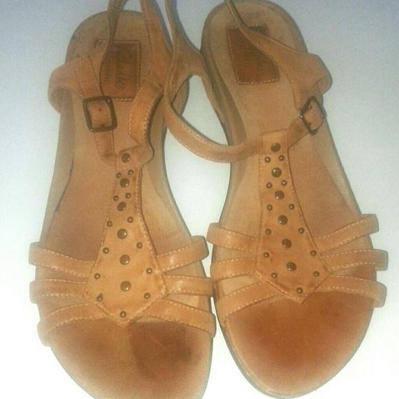 a32f8fbcf891 Clarks Shoes - Clarks Artisan Tan Sandals Size 9 Narrow
